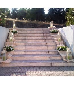 Στολισμός Γάμου Εξωτερικού Διαδρόμου Εκκλησίας με Τριαντάφυλλα και Φανάρια