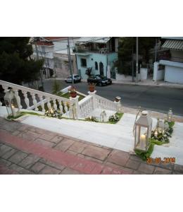 Στολισμός Γάμου Εξωτερικού Διαδρόμου Εκκλησίας με Τριαντάφυλλα Ταλέα και Φανάρια