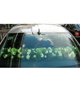 Στολισμός Πίσω Μέρους Αυτοκινήτου Γάμου με Λευκά Τριαντάφυλλα