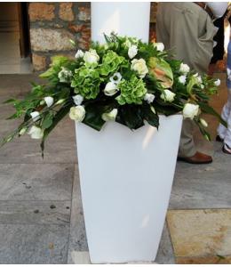 Στολισμός Γάμου Εξωτερικού Διαδρόμου Εκκλησίας με Τριαντάφυλλα και Ορτανσία