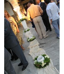 Στολισμός Γάμου Εξωτερικού Διαδρόμου Εκκλησίας με Λευκά Τριαντάφυλλα και Ορτανσία