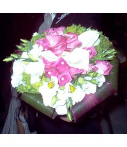 Νυφική Ανθοδέσμη με Άκουα Τριαντάφυλλα και Φούξια Κάλλες