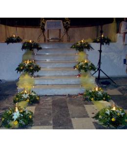 Στολισμός Γάμου Εξωτερικού Διαδρόμου Εκκλησίας με Κίτρινα Τριαντάφυλλα