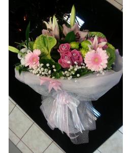 Μπουκέτο με τριαντάφυλλα ζέρμπερες και λίλιουμ