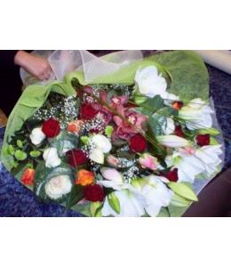 Ανθοδέσμη λευκά κόκκινα ερωτικά λουλούδια
