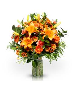 Σύνθεση πορτοκαλί λουλούδια σε βάζο.