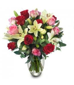 Στρογγυλό μπουκέτο με τριαντάφυλλα