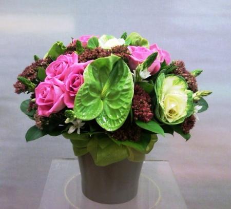 Σύνθεση Ανθέων σε Κεραμικό με Τριαντάφυλλα Ροζ