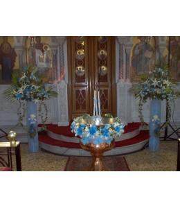 Μπλέ γυρλάντα βάπτισης με ανθοστήλες