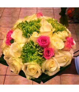 Νυφική Ανθοδέσμη με Λευκά και Φούξια Τριαντάφυλλα