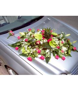Στολισμός Αυτοκινήτου Γάμου με Φούξια Τριαντάφυλλα