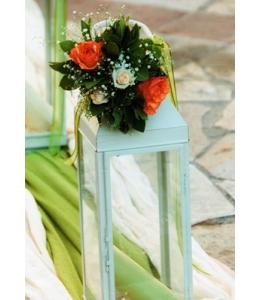 Στολισμός Γάμου Εξωτερικού Διαδρόμου Εκκλησίας με Φανάρια και Μπουκέτα Τριαντάφυλλων