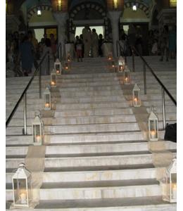 Στολισμός Γάμου Εξωτερικού Διαδρόμου Εκκλησίας με Λευκά Φανάρια