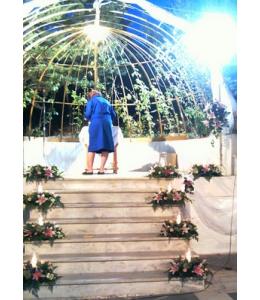 Στολισμός Γάμου Εξωτερικού Διαδρόμου Εκκλησίας με Τριαντάφυλλα και Ορχιδέες