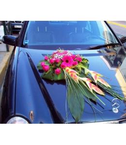 Στολισμός Αυτοκινήτου Γάμου με Φούξια Τριαντάφυλλα και Ζέρμπερες