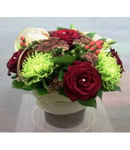 Τριαντάφυλλα Κόκκινα με Υπέρικουμ σε Γκρί Κεραμικό