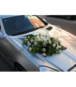 Car Decoration with white roses and anthurium mintori