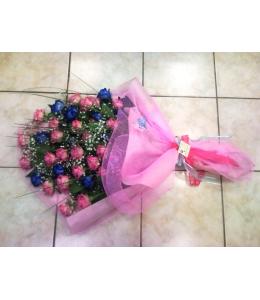 Ρόζ τριαντάφυλλα σε ανθοδέσμη