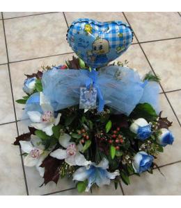 Arrangement in a basket for newborn