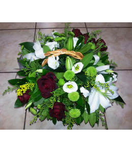 Arrangement in a basket with white and red roses oriental