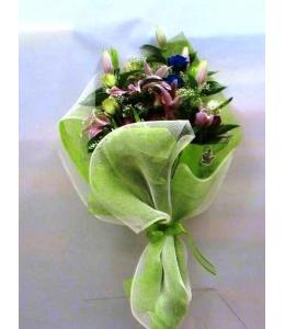Ανθοδέσμη πολύχρωμη με Οριεντάλ και Μπλέ Τριαντάφυλλα
