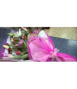 Σύνθεση απο Κόκκινα Τριαντάφυλλα και λευκά Οριεντάλ