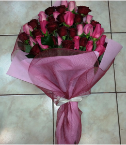 Bouquet with 7 pink and red roses