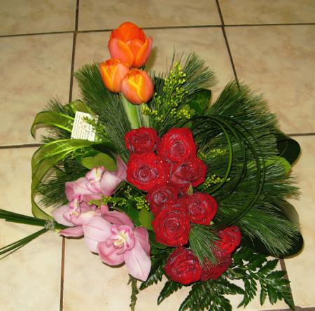 Σύνθεση Λουλουδιών με Κόκκινα Τριαντάφυλλα