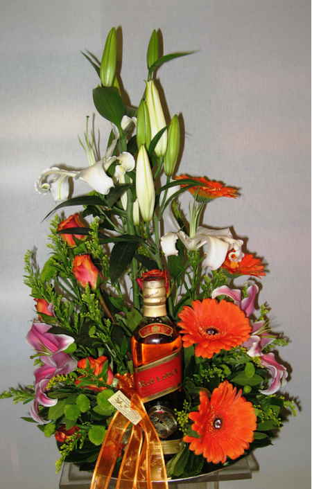 Flower arrangement with drinks in plate 5